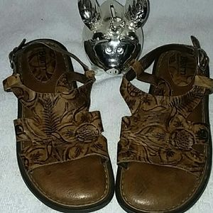 Born brown real leather w/floral design sz6 sandal